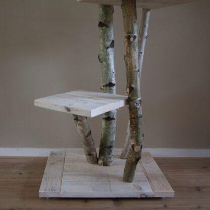 Close up van krabpaal van hout model Ragdoll